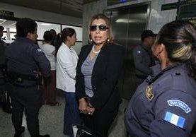 Anabella de López, exjefe del Registro de la Propiedad, asiste a la audiencia de primera declaración del caso Botín en Registro. (Foto Prensa Libre: Hemeroteca PL)