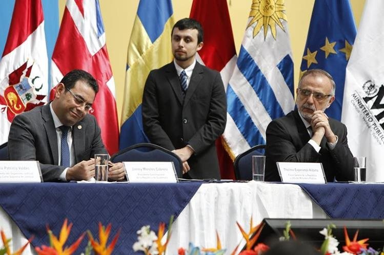 Presidente Jimmy Morales junto al comisionado Iván Velásquez durante una actividad pública. (Foto Prensa Libre: Hemeroteca PL)