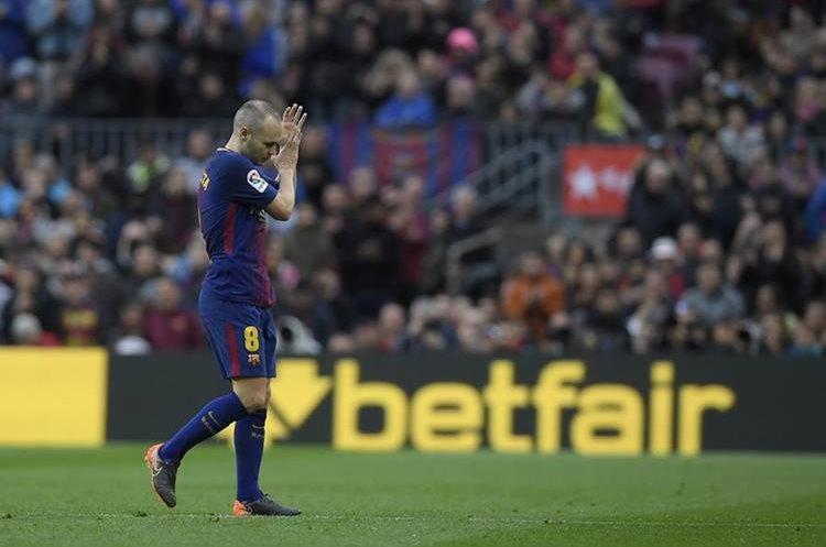 Andrés Iniesta espera poder aportar en la vuelta de octavos de final de la Liga de Campeones de Europa contra Chelsea. (Foto Prensa Libre: AFP)