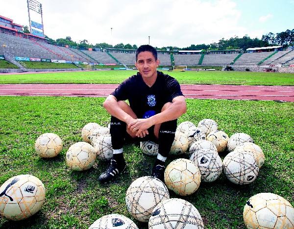 Rigoberto Gómez es un ícono en Comunicaciones. (Foto Prensa Libre: Hemeroteca PL)