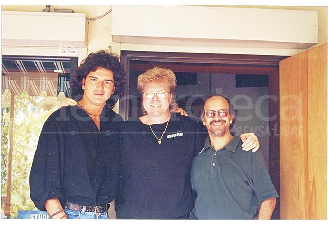 Ricardo Arjona, María Villagrán y John Robinson en Los Ángeles grabando el tema de la canción Si el norte fuera el sur. (Foto: Hemeroteca PL)