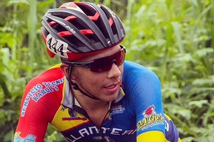 El ciclista Wilber Ruiz del equipo Llantera Alvarado, falleció este jueves luego de una caída en plena competencia. (Foto Prensa Libre: Federación de Ciclismo)