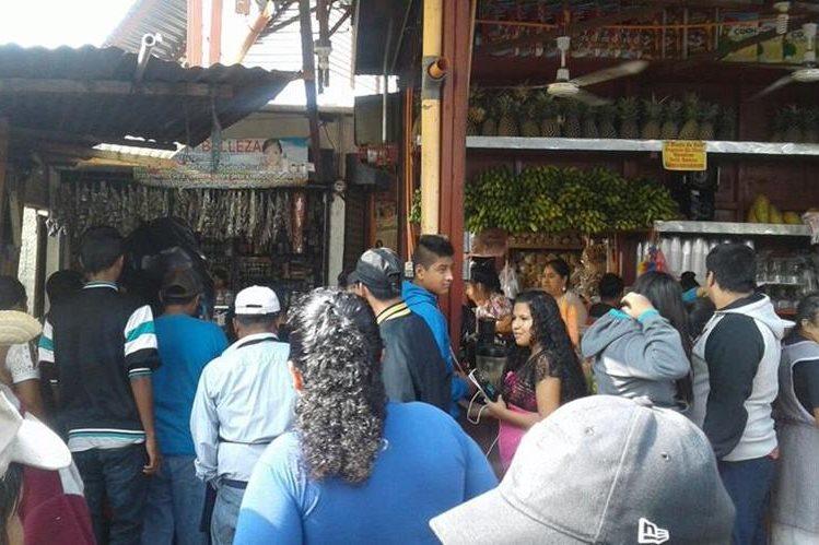 La granada fue lanzada a una carnicería en el mercado antiguo de Villa Nueva, se indicó en forma preliminar. (Foto, Prensa Libre: @SantosDalia)
