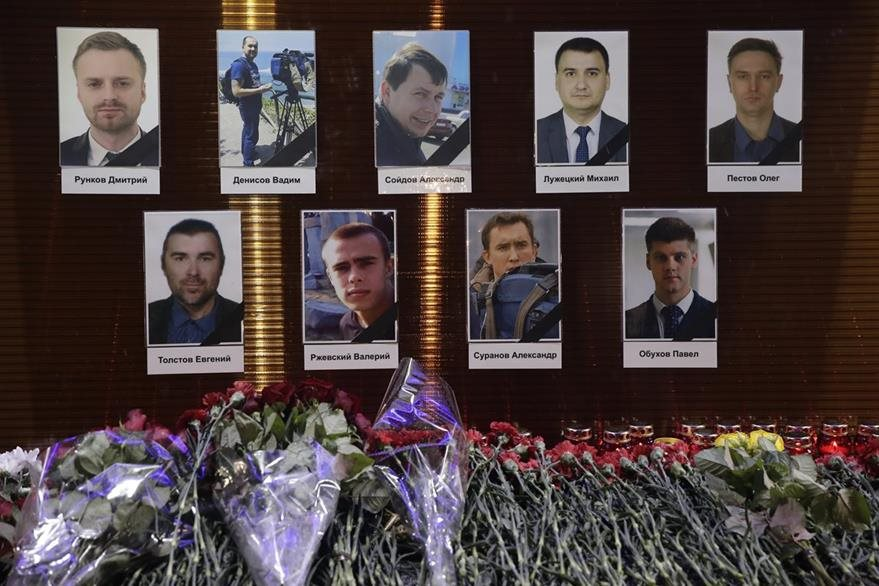 Algunas de las personas que iban en el avión ruso accidentado. (AP)