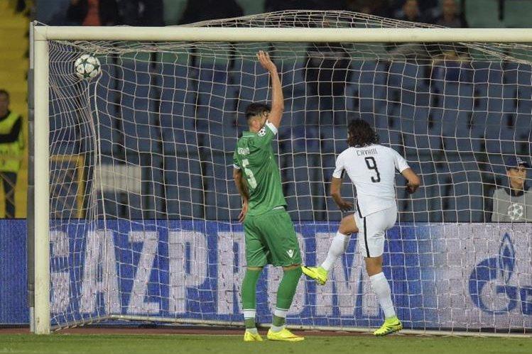 Cavani se mete entre los goleadores de la Champions con tres tantos. (Foto Prensa Libre: AFP).