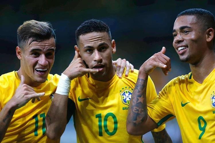 Así festejaron los jugadores de Brasil. (Foto Prensa Libre: EFE)