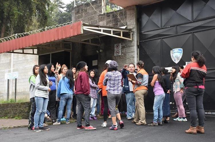 En la filmación participan estudiantes de la Escuela Superior de Arte de la Universidad de San Carlos y de la Escuela Nacional de Arte Dramático.(Foto Prensa Libre: Cortesía Casa Comal)