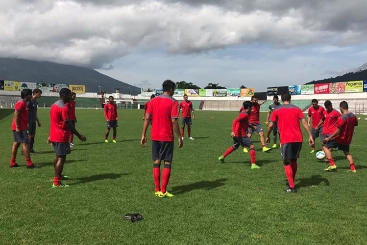Municipal enfrentó a Antigua GFC en un fogueo disputado en el Estadio Pensativo. (Foto Rojos.com).