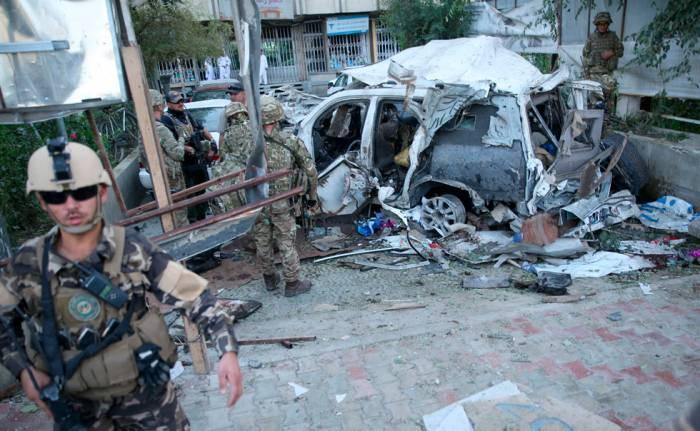 Atentado suicida de los talibanes contra una patrulla conjunta afgano y la Otán en Kabul.