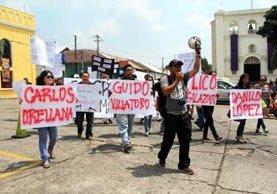 Estudiantes universitarios de Mazatenango, Suchitepéquez realizaron una marcha en rechazo a la muerte de comunicadores. (Foto Prensa Libre: Rolando Miranda)