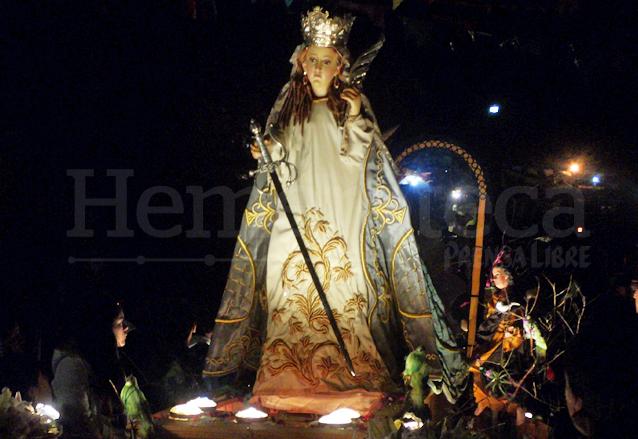 La imagen procesional de la patrona, Santa Catalina Virgen y Mártir recorre las calles del pueblo el día 24 de noviembre en alegre Rezado e ingresa en horas de la madrugada del día siguiente. (Foto: Néstor Galicia)
