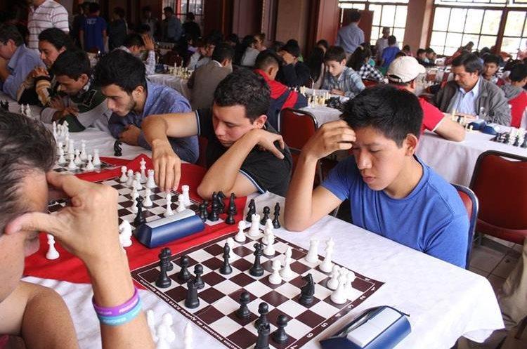 El ajedrez tiene una buena aceptación en Quetzaltenango. (Foto Prensa Libre: Raúl Juárez)