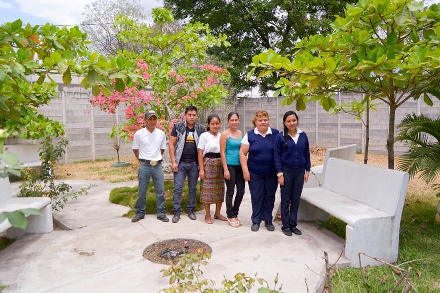 Parte del personal que trabajará en el hogar materno. (Foto Prensa Libre: Carlos Grave).