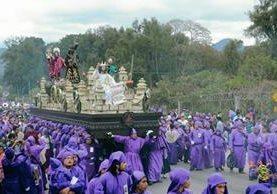 Procesión de Jesús Nazareno de la aldea Santa Inés del Monte Pulciano.
