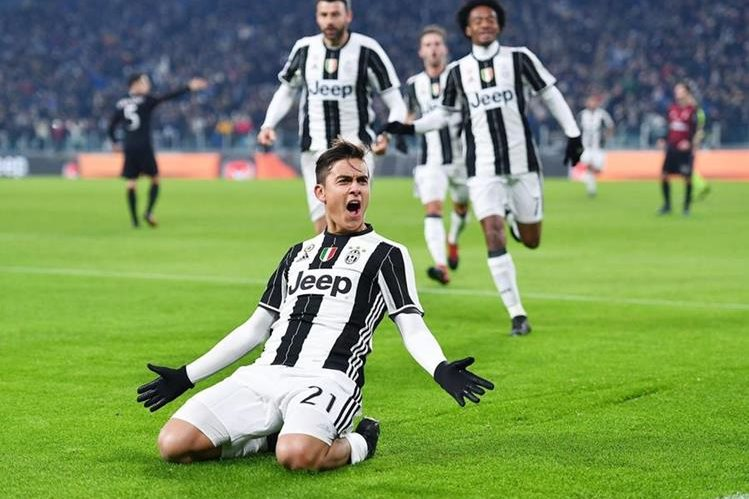 Paulo Dybala de Juventus celebra su gol ante Milán. (Foto Prensa Libre: EFE)