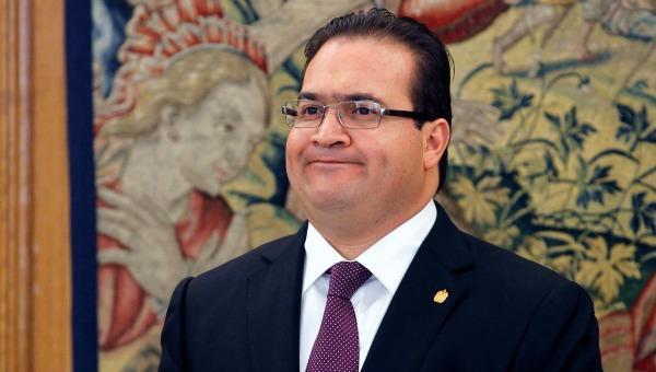 El joven detenido señaló que se los entregaría al gobernador de Veracruz con licencia, pero no dijo el lugar. (Foto Prensa Libre: EFE)