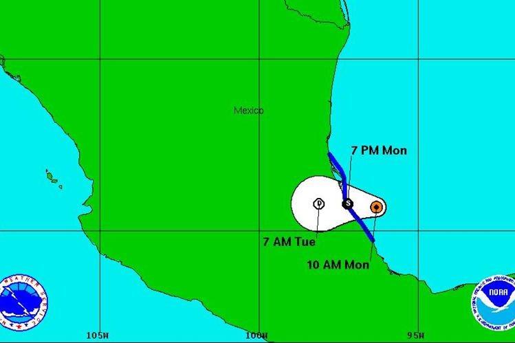 La tormenta tropical Danielle se aleja de Guatemala hacia territorio mexicano. (Foto Prensa Libre: Centro Nacional de Huracanes)
