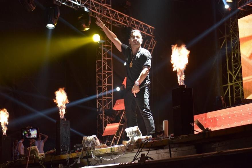 El concierto de El Patrón comenzó después de la medianoche. (Foto Prensa Libre: Enrique Paredes).