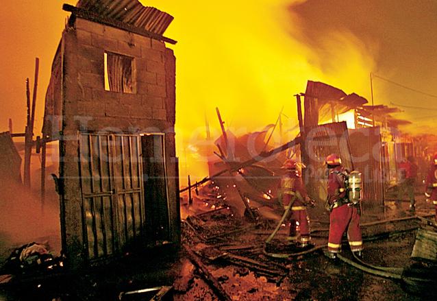 Incendio de la Terminal del 14 de febrero de 2007. (Foto: Hemeroteca PL)