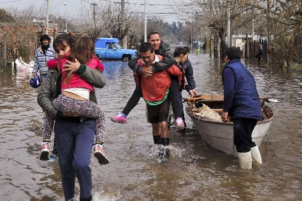 <em>Argentinos afectados por las inundaciones.</em>