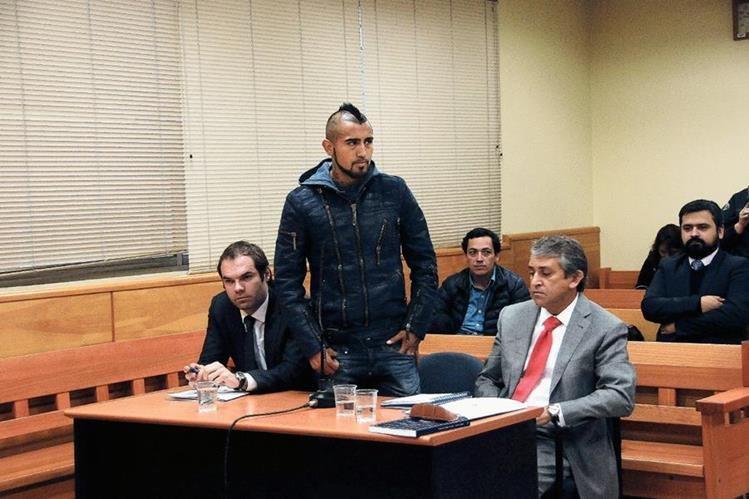El futbolista chileno Arturo Vidal compareció  hoy, en el Tribunal de Garantía de San Bernardo, en el sur de Santiago. (Foto Prensa Libre: AFP)