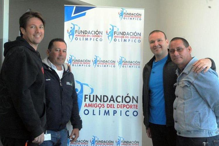 Los tiradores, el entrenador y el psicólogo recibieron el apoyo de FADO. (Foto Prensa Libre: Jeniffer Gómez)