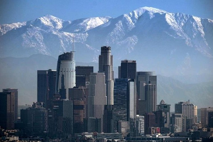 Panorámica de la ciudad de Los Ángeles, una de las que se resiste a acatar las medidas anunciadas por Trump. (Foto Prensa Libre: AP).