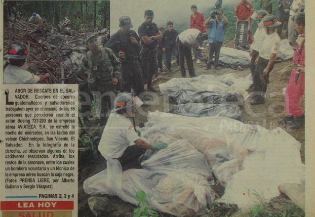 Bomberos de Guatemala y El Salvador se unieron para rescatar los cuerpos de las víctimas del accidente aéreo de Aviateca en tierras salvadoreñas. (Foto: Hemeroteca PL)