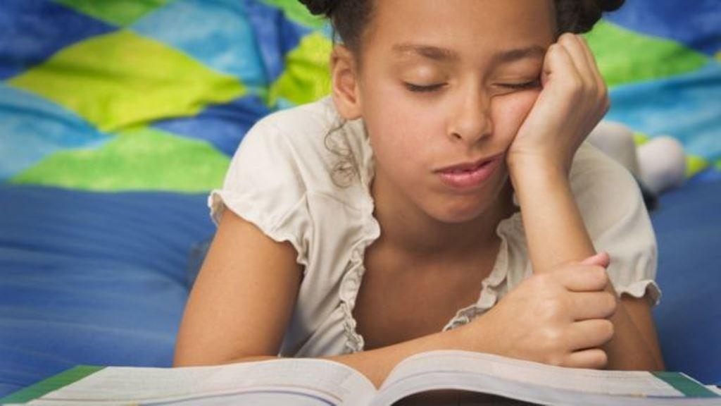 La cama no es el mejor lugar para evitar el sueño cuando se lee. (THINKSTOCK)