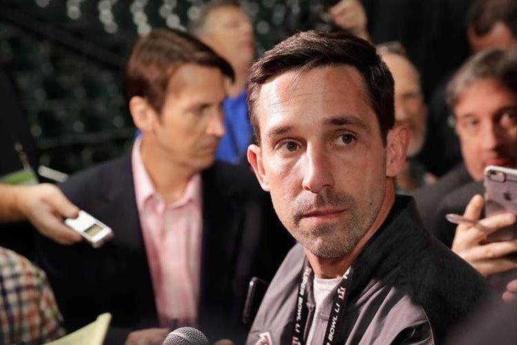 Kyle Shanahan atiende a los medios de comunicación en la previa del Súper Tazón. (Foto Prensa Libre: AFP)