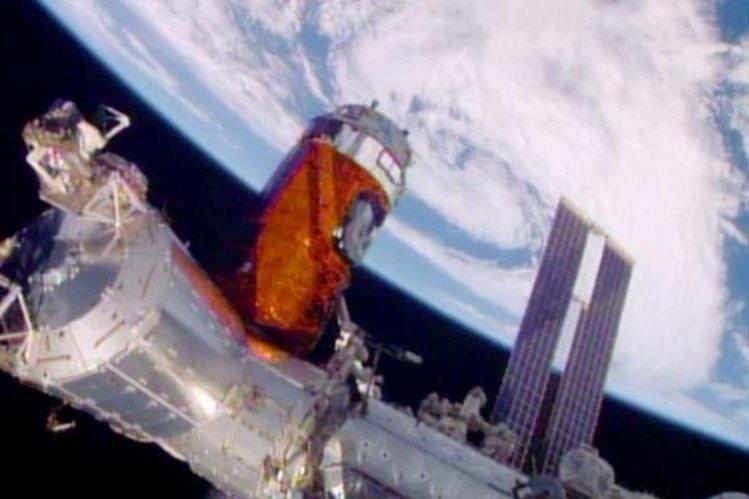 La estación espacial guardará durante un año el licor. (Foto Prensa Libre: NASA vía AP)