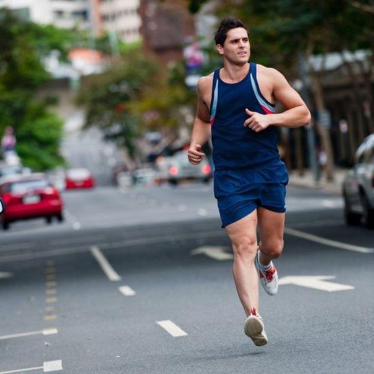 Una de las recomendaciones es tratar de correr o rodar por calles poco transitadas. (THINKSTOCK)