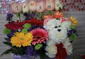 Florales, peluches y adornos para celebrar la ocasión