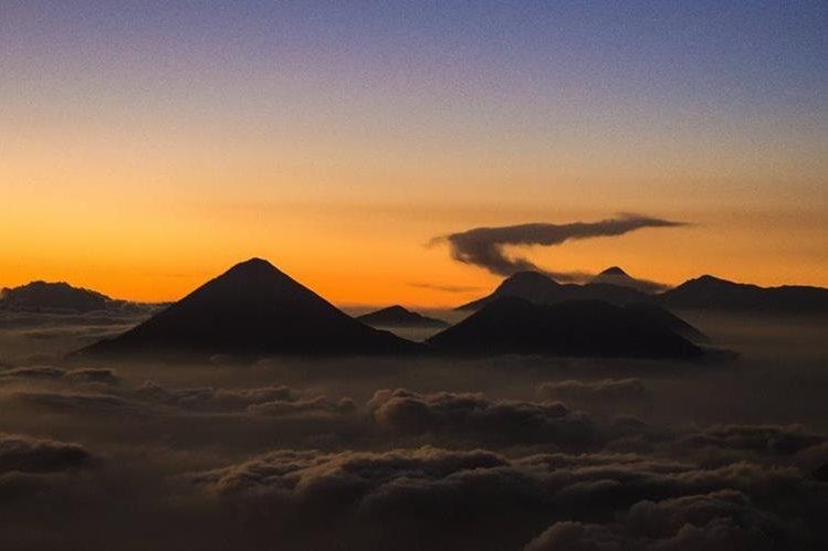 La riqueza natural es un orgullo para los guatemaltecos. En la imagen, vista desde el volcán de Acatenango. (Foto: David Rojas)