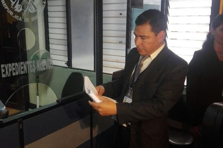 Juan Alberto Jiménez, abogado de la PGN presentó la impugnación en la CC contra el Código de Migración. (Foto Prensa Libre: Manuel Hernández)