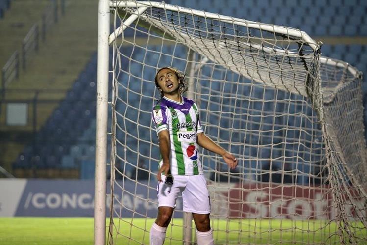 Agustín Herrera, de Antigua, lamenta una de las pocas opciones a gol contra Red Bulls. (Foto Prensa Libre: Jesús Cuque).