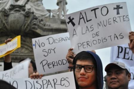 Periodistas protestan ante las amenazas y violencia que enfrentan. (EFE).