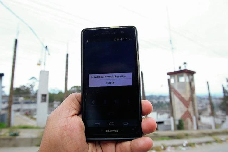 Telefónicas esperan que el Ministerio de Gobernación haga una verificación de la señal en cárceles. (Foto Prensa Libre: Hemeroteca)