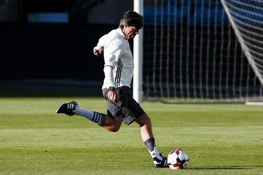 Joachim Loew, durante una práctica de la Selección de Alemania. (Foto Prensa Libre: EFE)