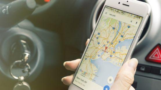 Servicios como Google Maps también dejarían de funcionar si la empresa se cayera. GETTY IMAGES
