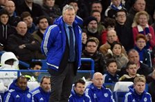 Guus Hiddink debutó como técnico del Chelsea en el partido de este sábado contra Watford en Stamford Bridge. (Foto Prensa Libre: EFE).