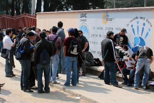 Jóvenes se  sometieron a  pruebas de diagnóstico en el Cunoc, en Quetzaltenango.