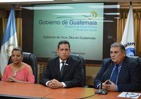 Ministro de salud informa sobre el ingreso al país del virus zika. (Foto Prensa Libre: Ministerio de Salud)