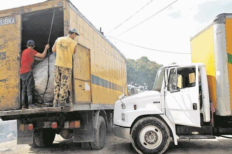 El costo por el servicio de recolección de basura se ha incrementado en varias colonias de la ciudad (Foto Prensa Libre: Hemeroteca PL)
