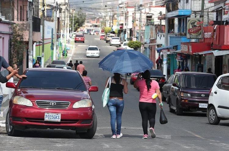 Vecinos mixqueños piden mejoras en sus zonas. Imagen de una calle de la colonia El Milagro, zona 6. (Foto Prensa Libre: Óscar Felipe Quisque)