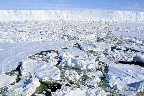 <p>Placas de hielo en el Océano Ártico.<br></p>