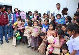 El marchista guatemalteco sorprendió a muchos niños.
