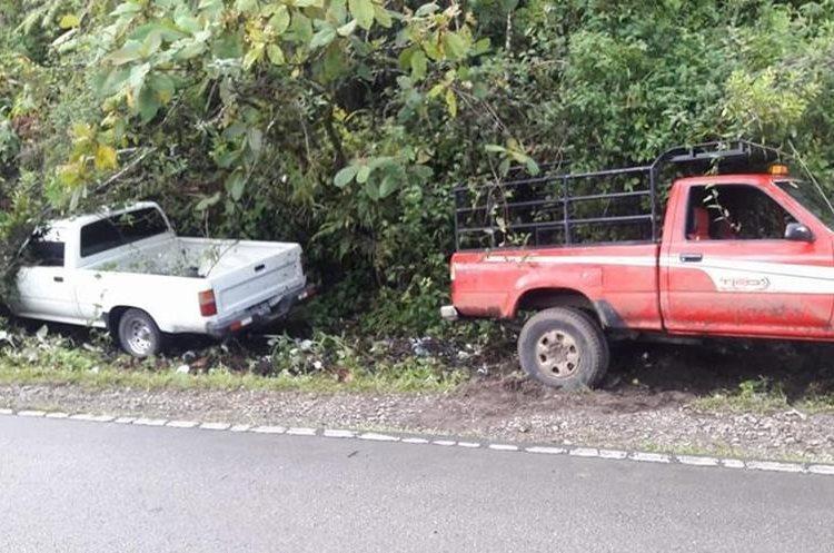 Tres vehículos colisionaron en la ruta que de Cobán conduce a Chisec, Alta Verapaz. Dos niños fueron atropellados por uno de los automotores. (Foto Prensa Libre: Eduardo Sam)