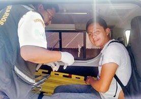 Misael López, reportero gráfico del diario ElQuetzalteco, fue agredido cuando efectuaba una cobertura en Quetzaltenango. (Foto Prensa Libre: Carlos Ventura)