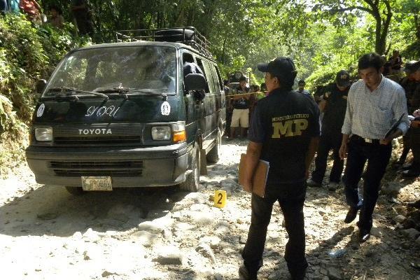 Fiscales en la escena del crimen en Chicacao,  Suchitepéquez.